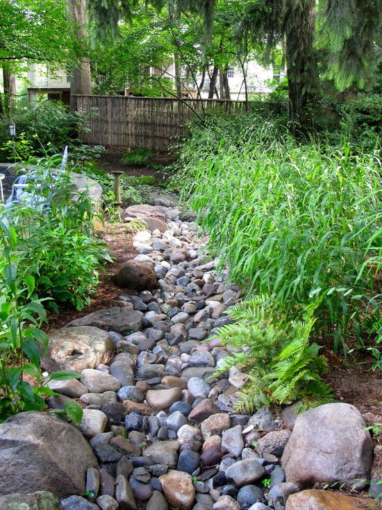 Kamenn potok v zahrad for How to build a river rock patio