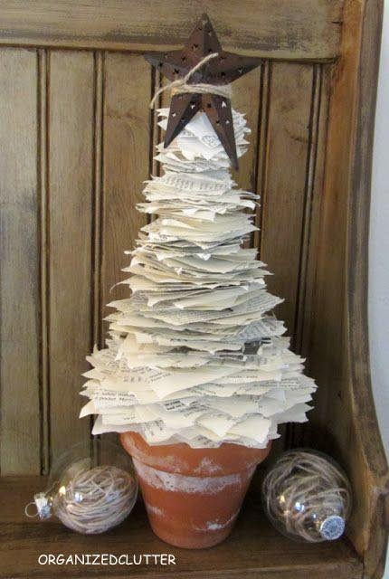 V no n strome ek z pap r for Christmas tree made from old books