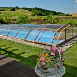 Dřevěné zastřešení bazénu