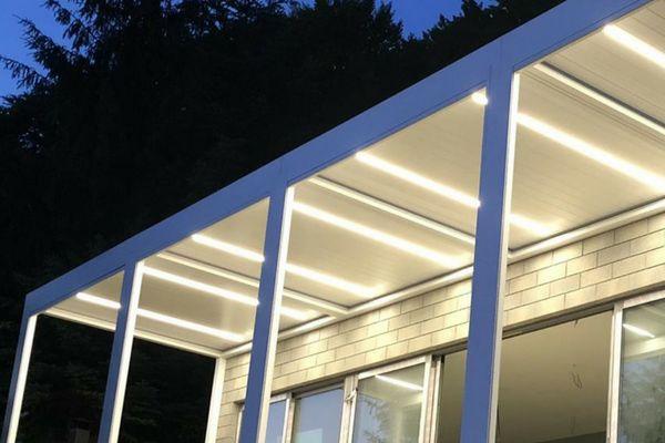 LED osvětlení pergoly s naklápěcími lamelami - PLACEO. Zdroj: Sun System