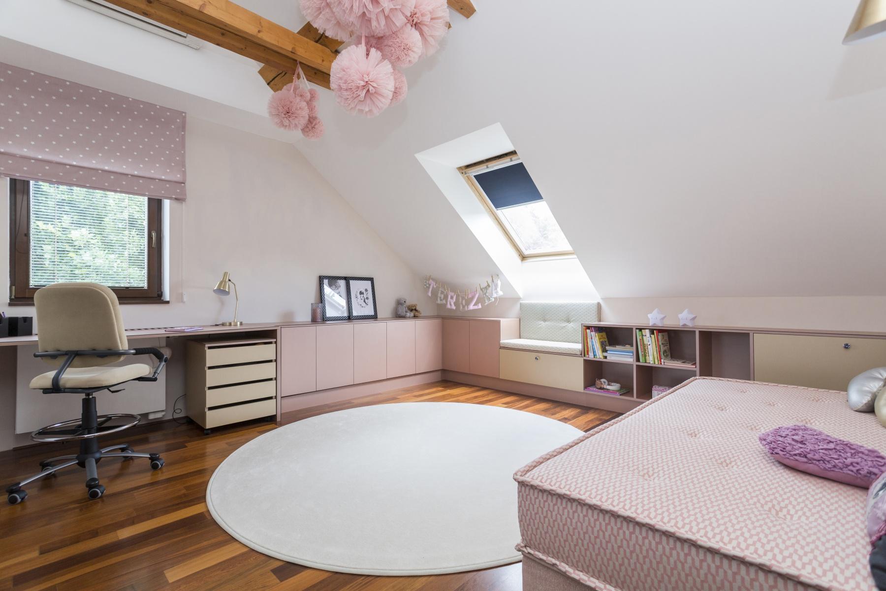 dětský pokoj v růžové v podkroví - Urban Sphere Interior 1b3df7367f